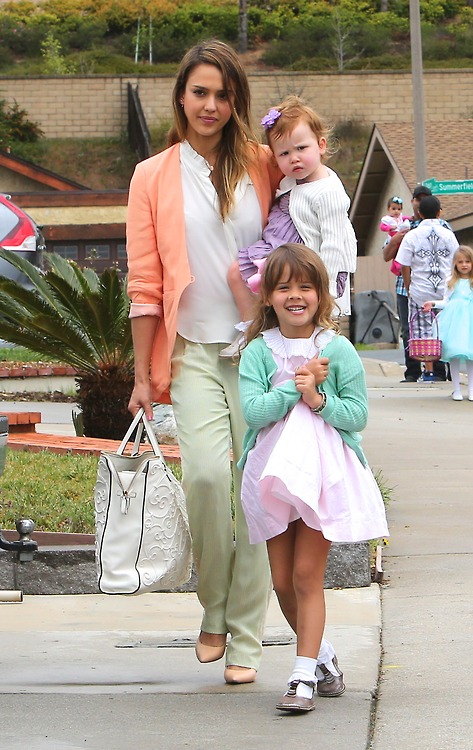Jessica Alba and Family Have Easter Dinner at Mom Catherine Alba's House