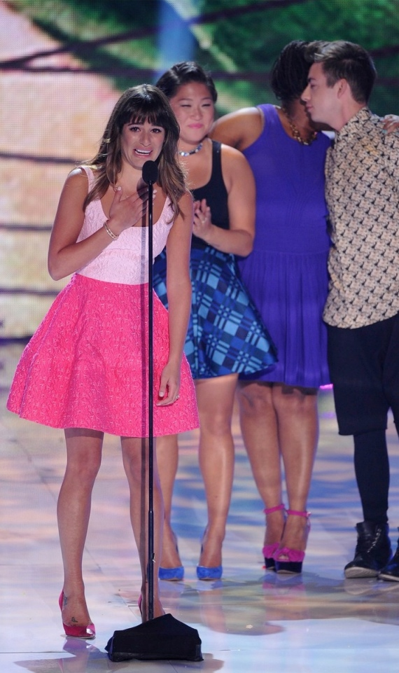 lea-michele-teen-choice-awards-oscar-de-la-renta-pink-dress-2