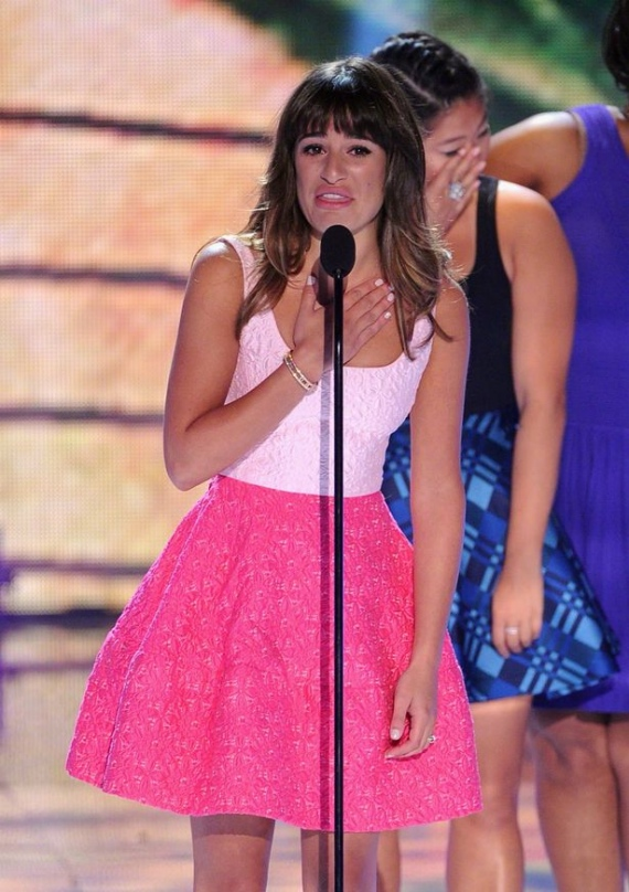 lea-michele-teen-choice-awards-oscar-de-la-renta-pink-dress-3