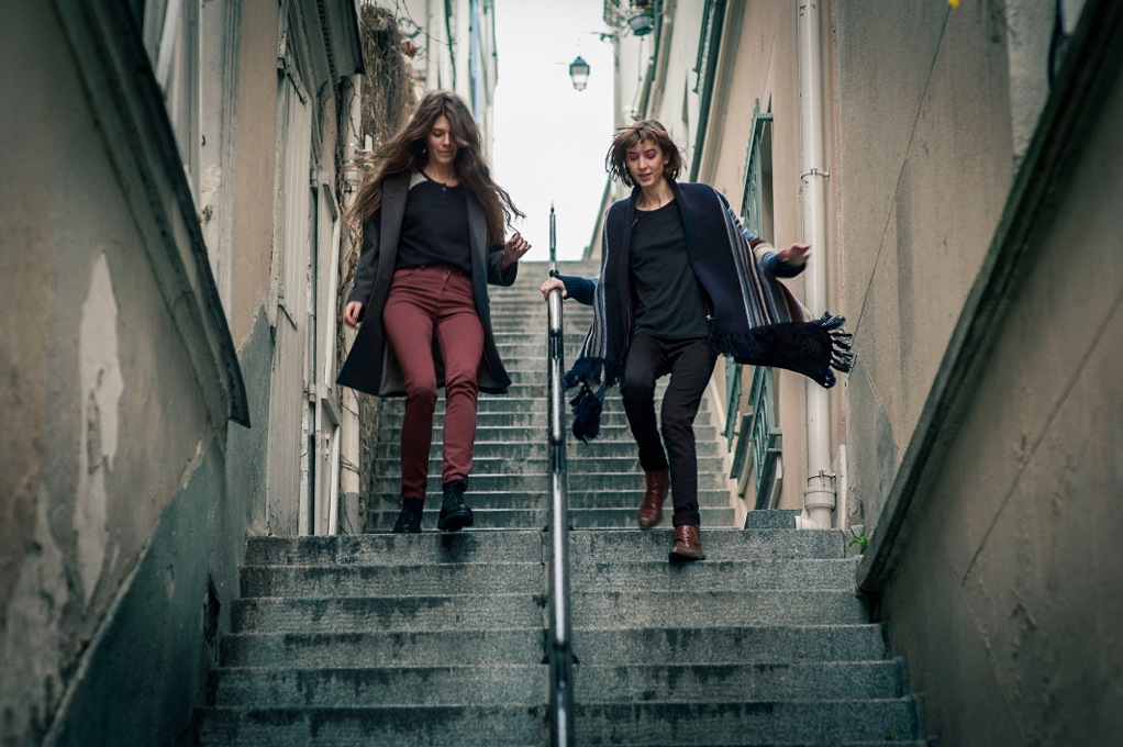 GIRLS_STAIRS(CreditPhoto_FRED_MORTAGNE)