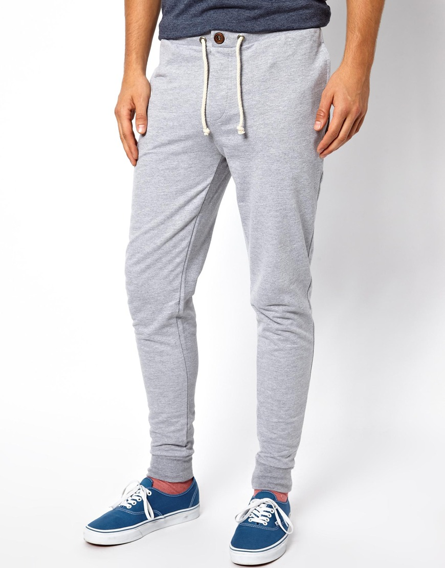 A looser fit, straight leg sweat pants will stay relaxed all the way down to your ankle for an easy fit around your shoes. And our classic jogger sweatpants, always a great choice, are ready and waiting with their comfortable fit on top and elastic cuff at the ankle.