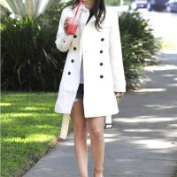 Rachel Bilson Looks Hot In A Banana Republic Ivory Trench Coat