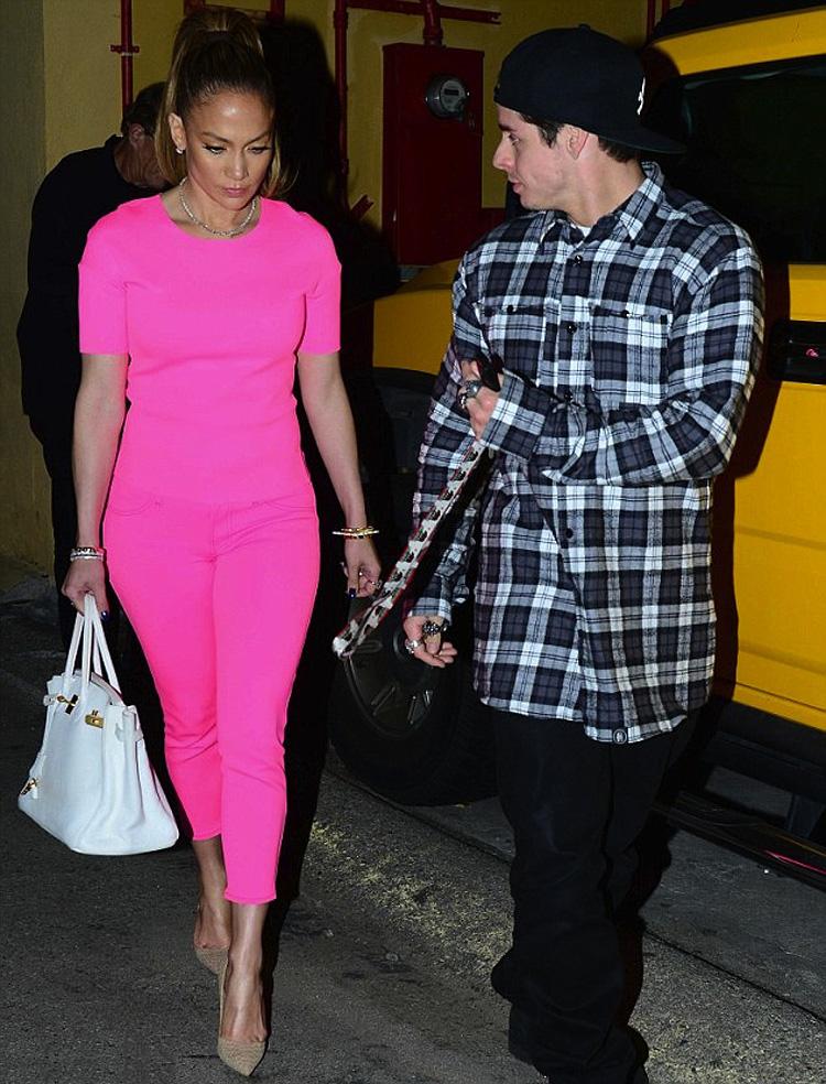 jennifer-lopez-neon-pink-outfit