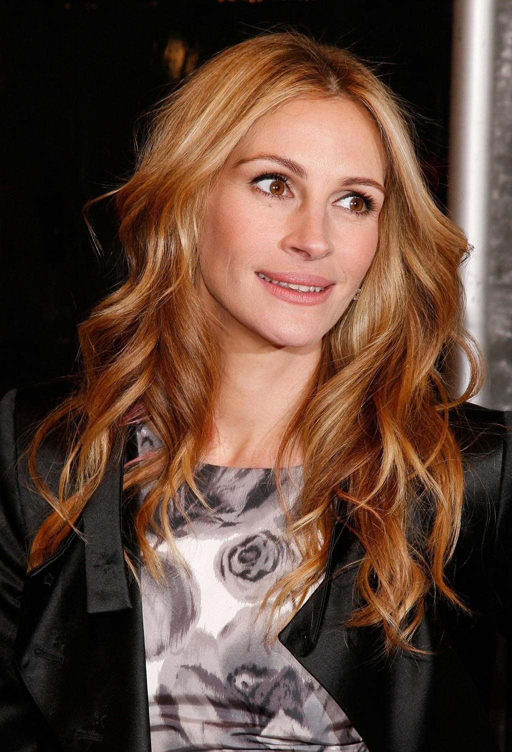 Julia Roberts So Devastated By Half Sister Nancy Motes S: How To Curl Your Hair With Hair Straighteners & Make Them