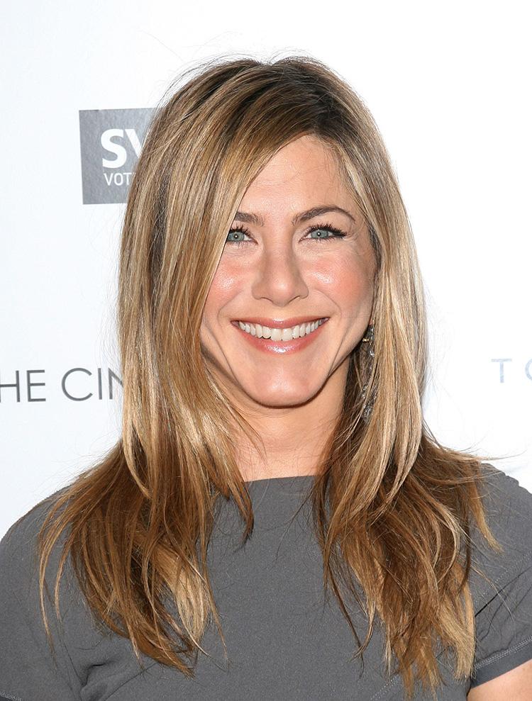Jennifer-Aniston-triangular-face-shape