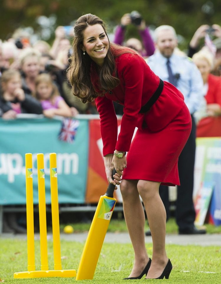kate-middleton-cricket-new-zealand-red-suit