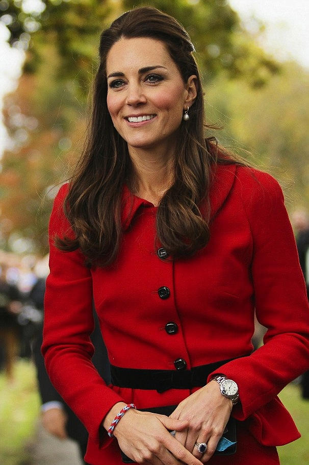 kate-middleton-red-suit