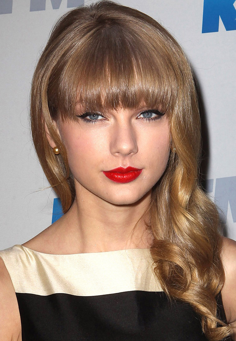 taylor-swift-pearl-earrings