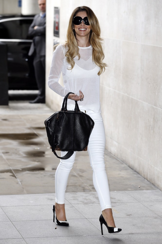 Cheryl Cole wears a J Brand Womenswear Tilman Sweater ...