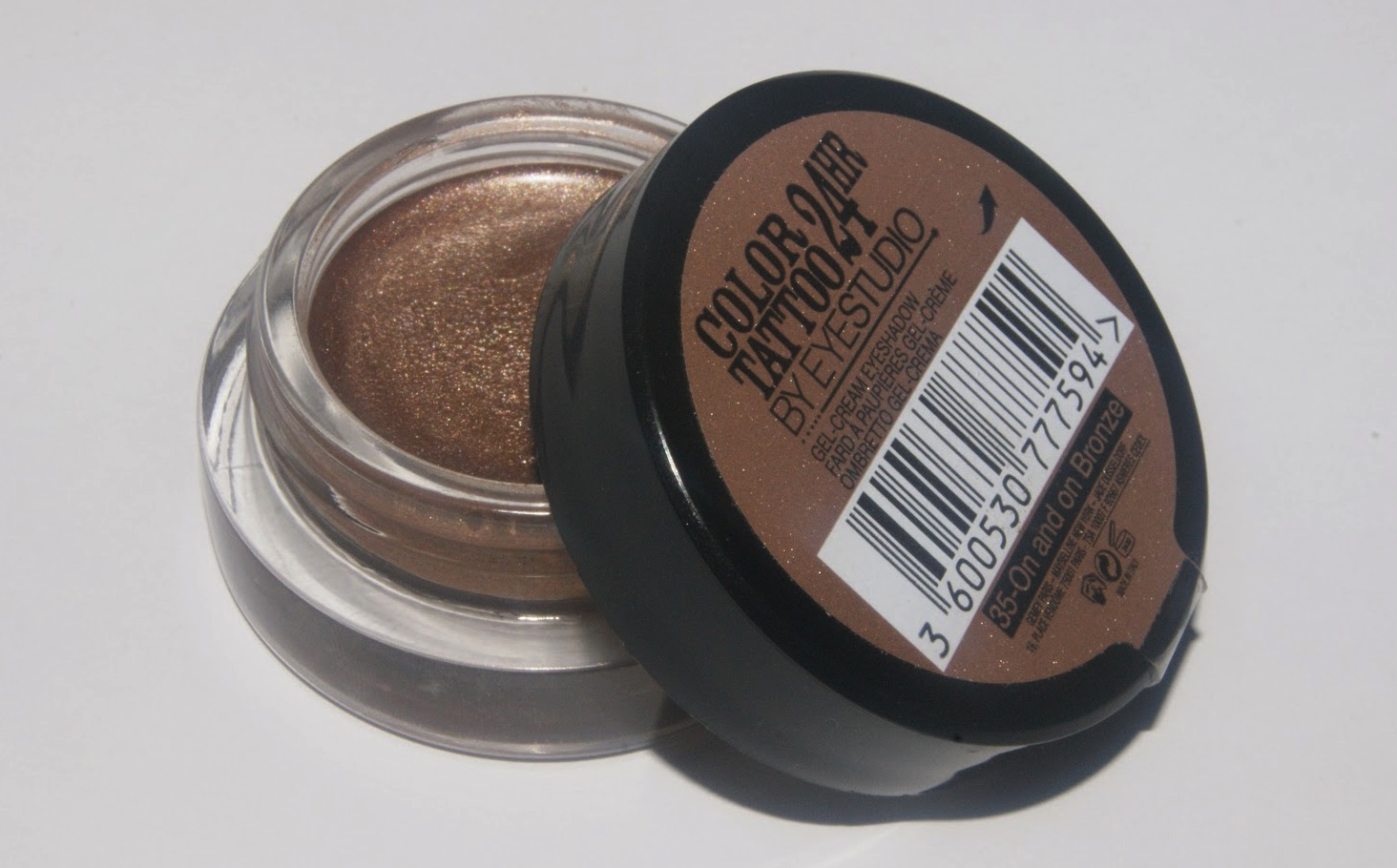 maybelline-color-tattoo-24hr-eyeshadow-on-and-on-bronze-review-003