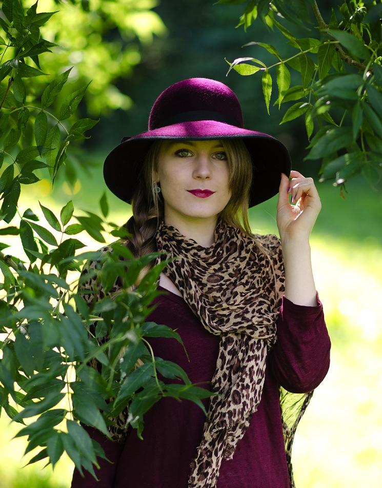 burgundy-purple-hat-country-blogger