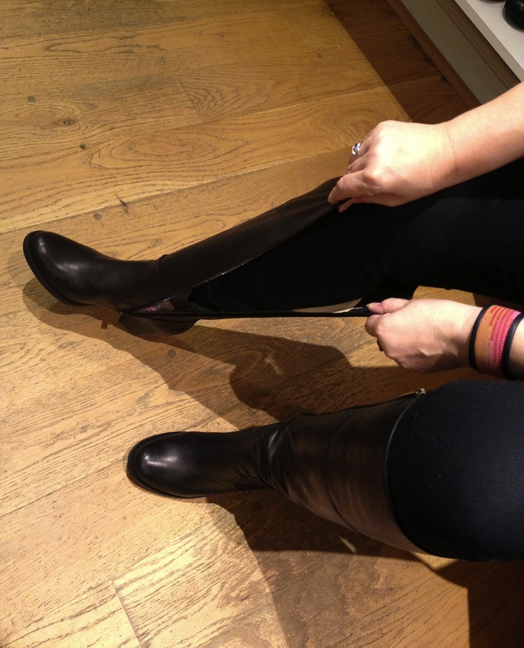 duoboottribe-duo-boots-event-bloggers-bath-trying-on