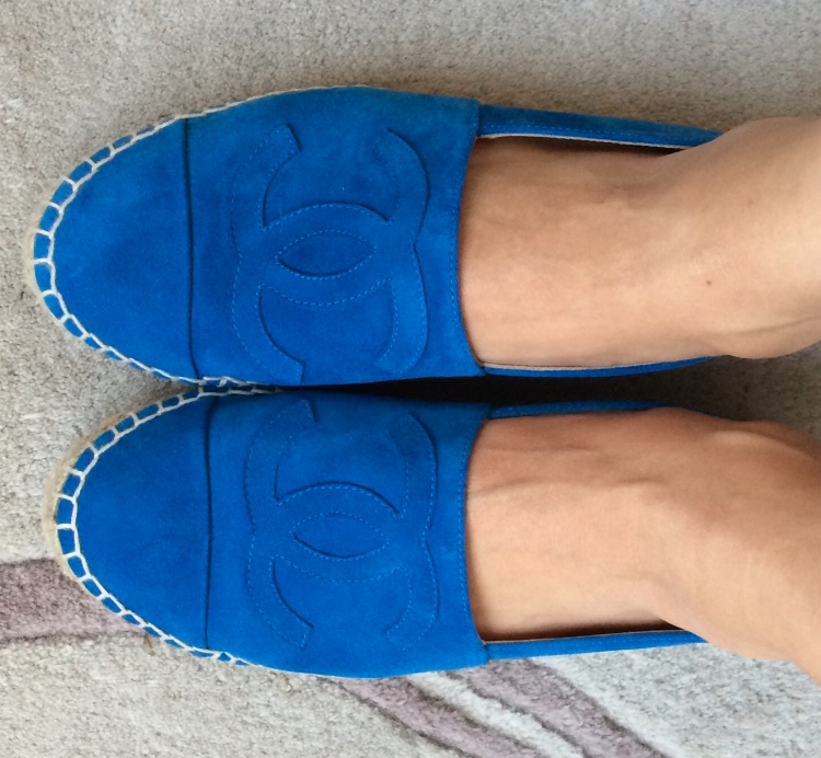 chanel-electric-blue-suede-espadrilles-worn-2015