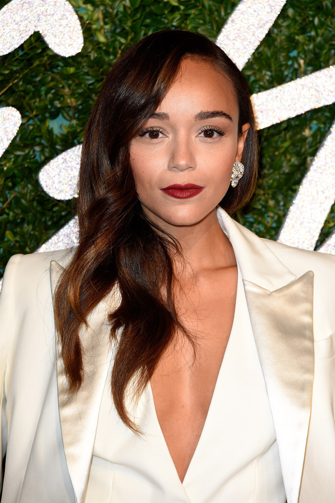 ashley-madekwe-british-fashion-awards-banana-republic-suit
