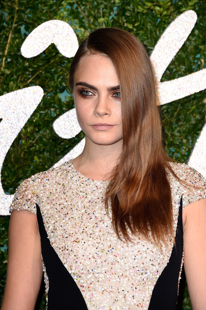 cara-delevingne-british-fashion-awards-3