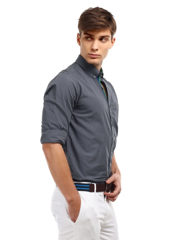 Designer t-shirts have a very welcome place in the smart casual style, but steer clear of shirts with big, loud graphics or an oversized fit. Instead, choose well-made, understated shirts that look equally thoughtful with a blazer or denim jacket.