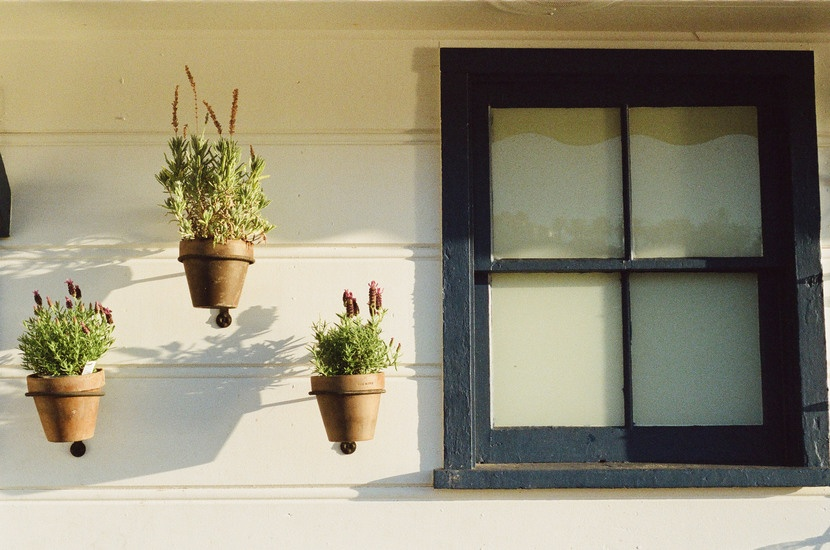 house-window-flowerpots-large