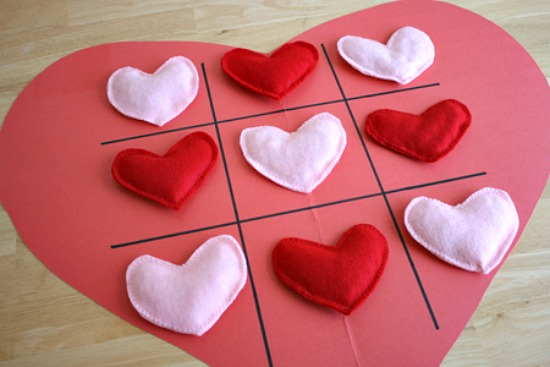 Heart-Shaped-Tic-Tac-Toe-Game-@makeandtakes.com_