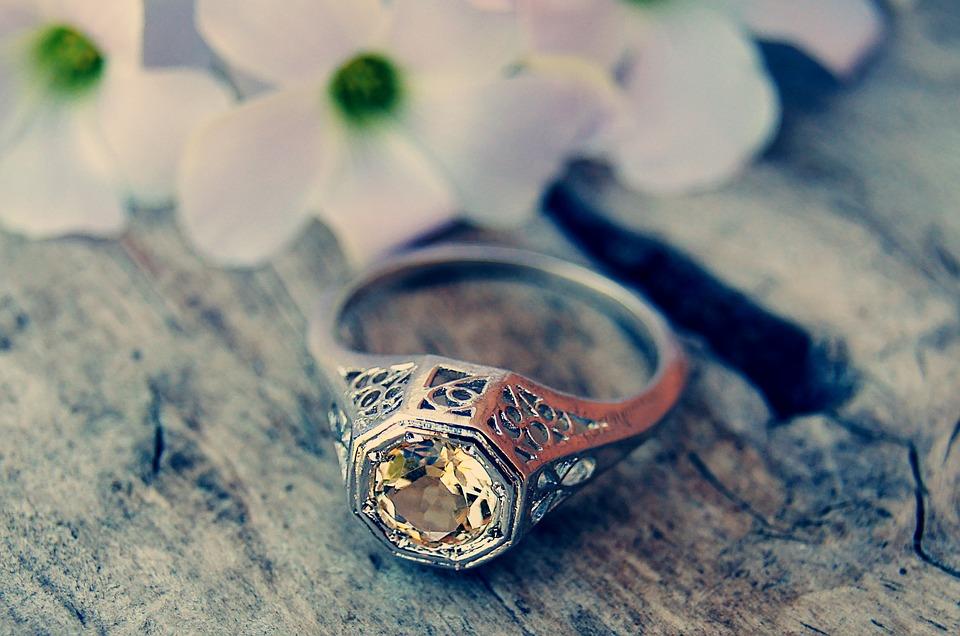 ring-1198744_960_720